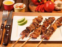 Qual a Maneira Certa de Fazer Espetinhos de Carne?